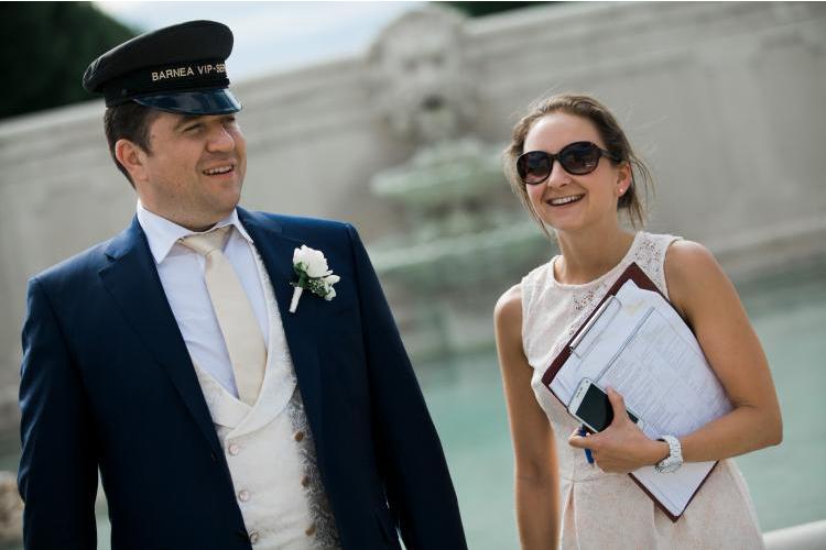 Die wichtigsten Utensilien einer Hochzeitsplanerin am Hochzeitstag: Der Ablaufplan und das Handy.