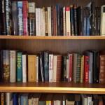 In der Bibliothek gibt es kostenlos Bücher zum Ausborgen.