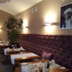 Das Restaurant ist in warmen Tönen gehalten und sehr gemütlich.