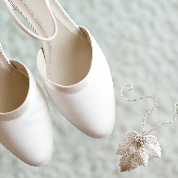 Bei den Schuhen gilt: Je aufwendiger das Kleid, desto dezenter auch das Schuhwerk