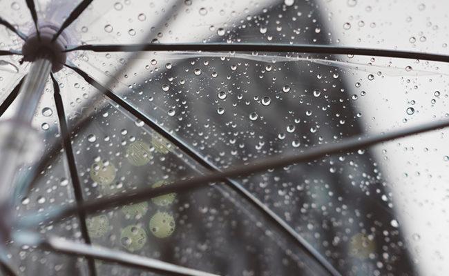 Hochzeit im Regen: Tipps für einen schönen Hochzeitstag bei Schlechtwetter
