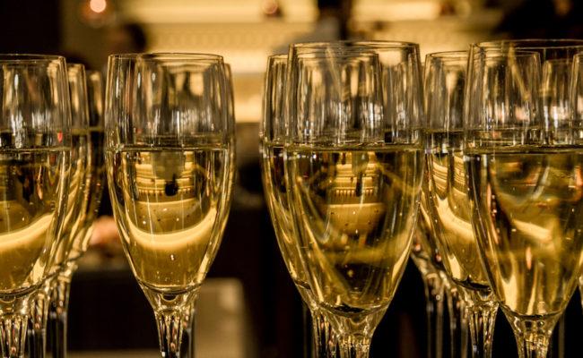 Sektempfang zur Hochzeit planen: Tipps & Ideen